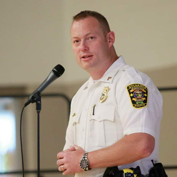 Sylvania-Police-officer-and-Safety-City-program-director-Sgt-Justin