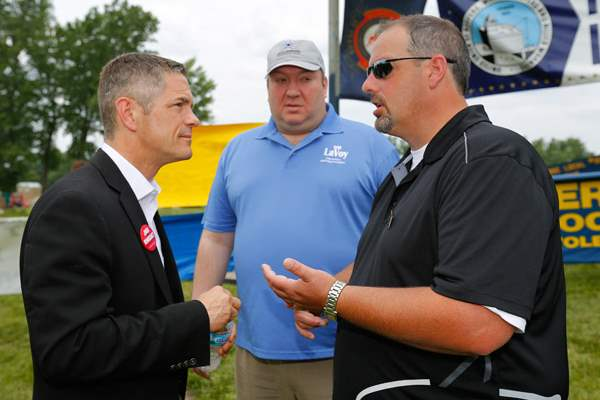 Michigan-gubernatorial-candidate-Mark-Schauer-left-spe