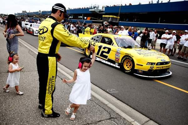 Sam-Hornish-Jr-dances-with-his-daughter-Addison-5