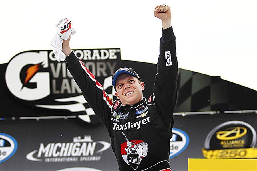 Regan-Smith-celebrates-winning-the-Nationwide-Alliance