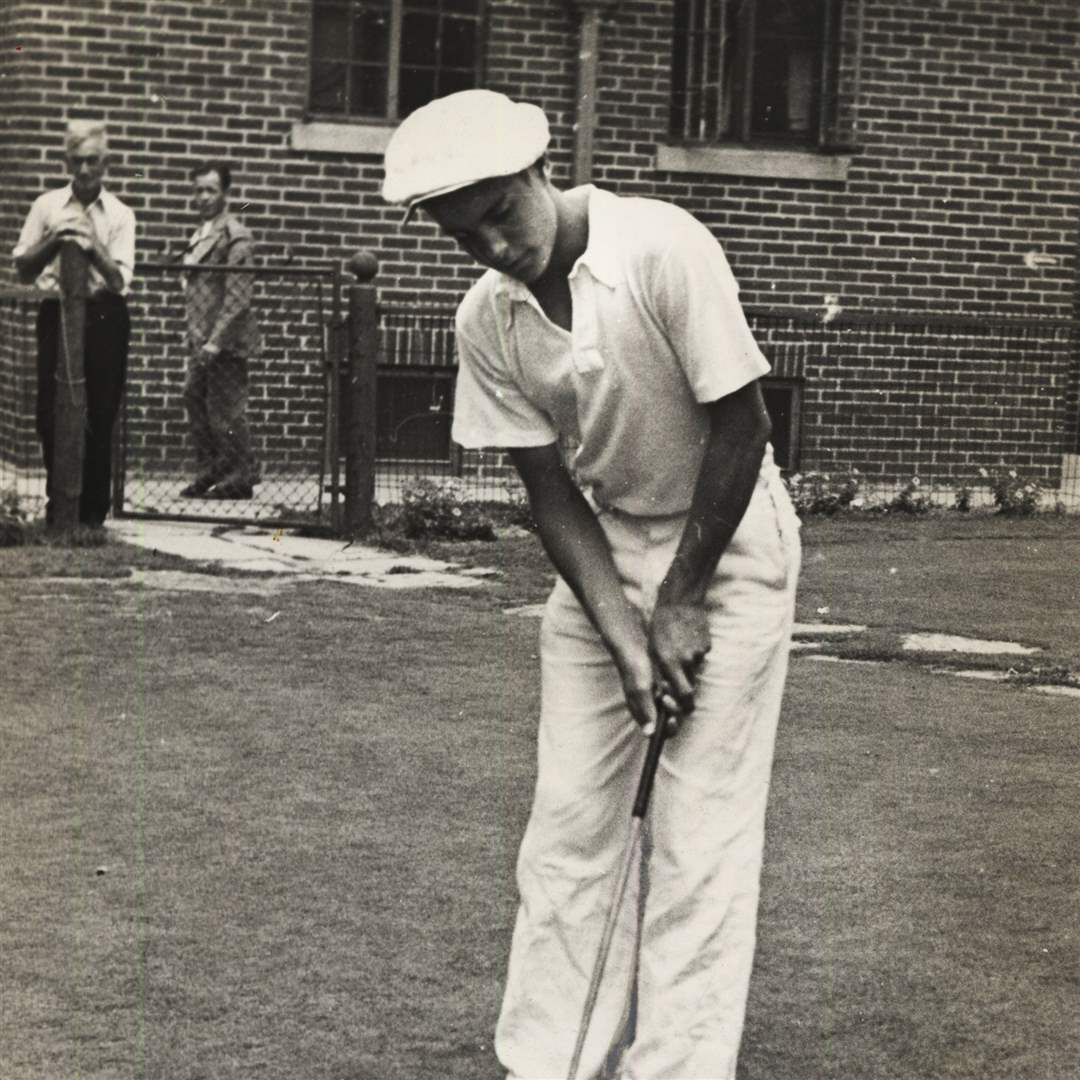 young-stranahan-putting