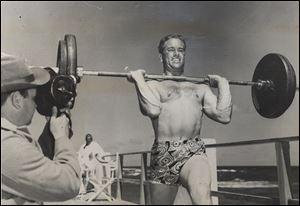 Frank Stranahan won numerous bodybuilding and weightlifting competitions and was known to carry barbells with him early in his amateur golfing career.