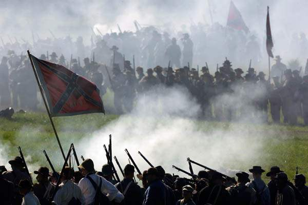 Confederate-reenactors-take-part-in-a-demonstration