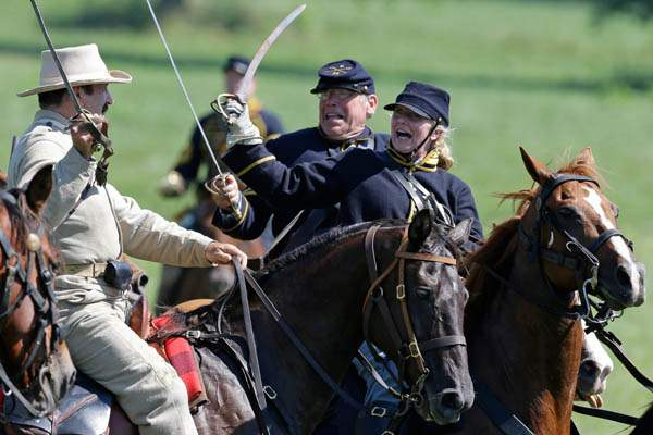 Gettysburg-150th-AnniversaryReenactors-demonstrat