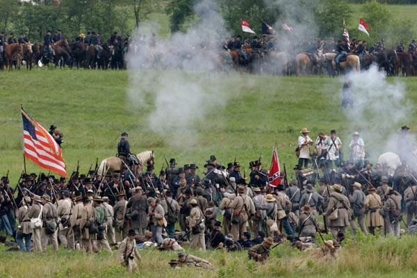 Gettysburg-150th-AnniversaryReenactors-demonstrate-a-battle