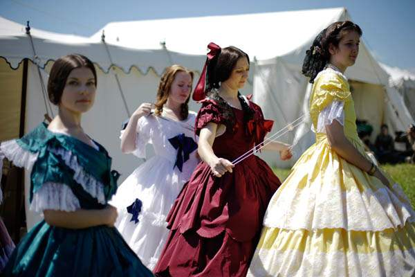 Women-in-Civil-War-era-ball-gowns-he