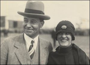 A. R. Knabenshue posed with his wife in 1928.