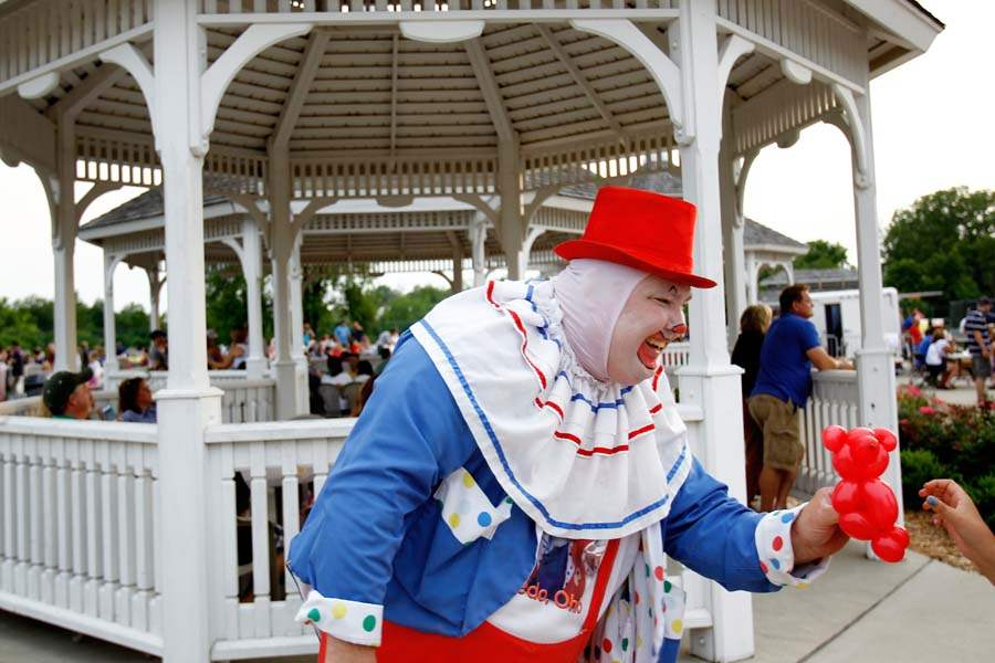 WEB-sylfireworks04p-Cookie-the-Clown