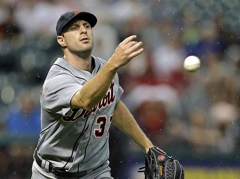 Detroit-s-Max-Scherzer-tosses-to-first-to-get-Clev
