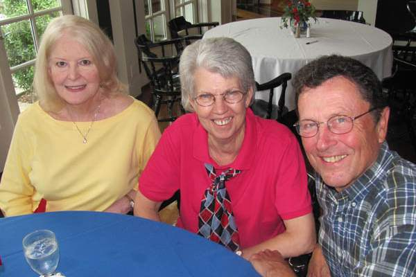 Glenn-and-Mary-Richter-on-the-right-with-Janet-Landwehr