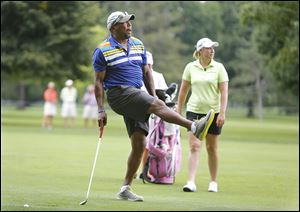 Former Toledo quarterback Chuck Ealey and Brittany Lincicome won Tuesday's pro-am with a 3-under in the event's six holes.