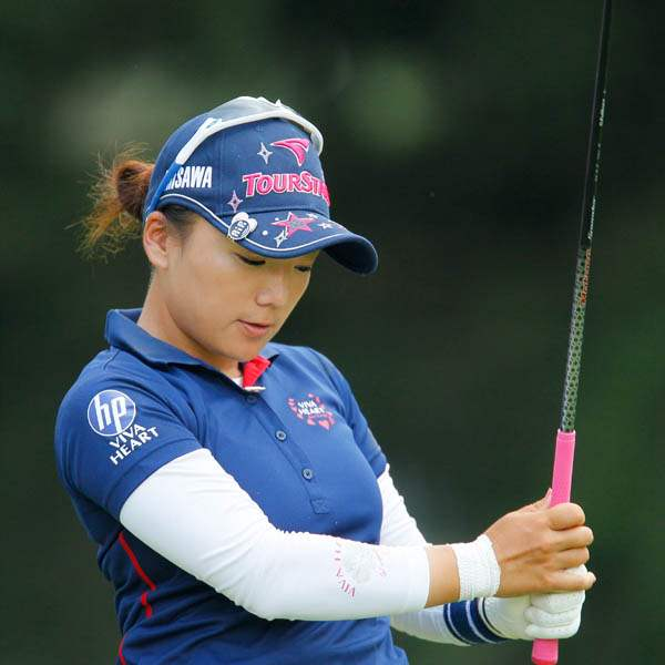 Chie-Arimura-doesn-t-like-her-tee-shot-on-18