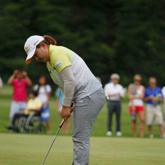 Inbee-Park-misses-a-putt-for-a-birdie-at-three