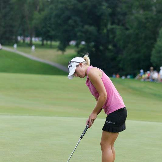 Jodi-Ewart-Shadoff-misses-a-putt-for-a-birdie-on-the-18th-green