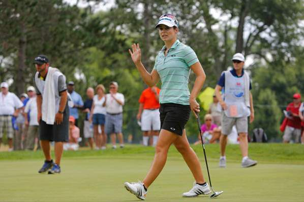 Beatriz-Recari-waves-to-the-fans-after-making-a-birdie-on-1