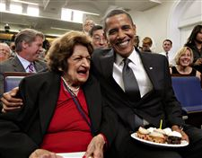 APTOPIX-Obama-Birthday-helen-thomas