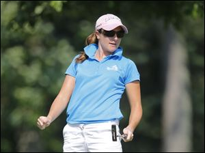 Alison Walshe reacts to missing a birdie putt on 16.