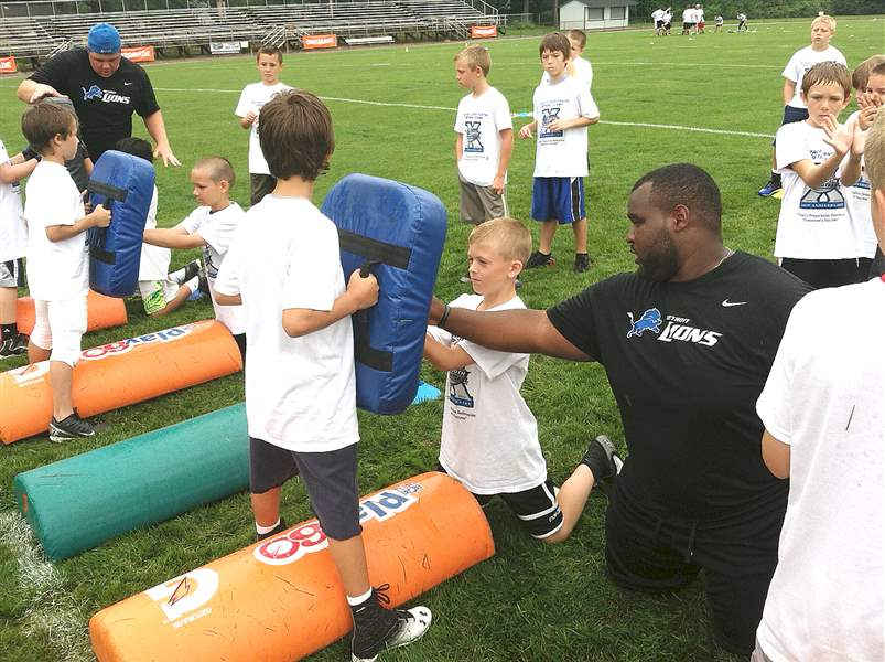 Patrick-Hill-instructor-for-the-Detroit-Lions-Yo