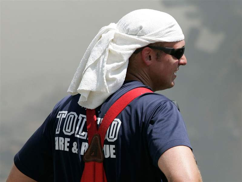 Toledo-firefighters-Paul-Heiss-keeps-cool-while