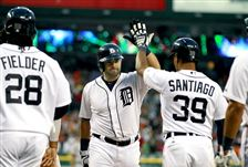 Detroit-s-Alex-Avila-center-is-congratulated