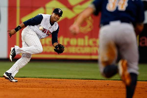 Toledo-Mud-Hens-SS-Argenis-Diaz-can-t-make-the-play
