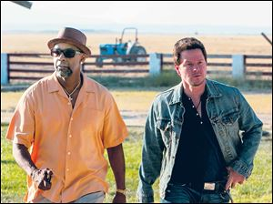 Denzel Washington and Mark Wahlberg in a scene from '2 Guns.'