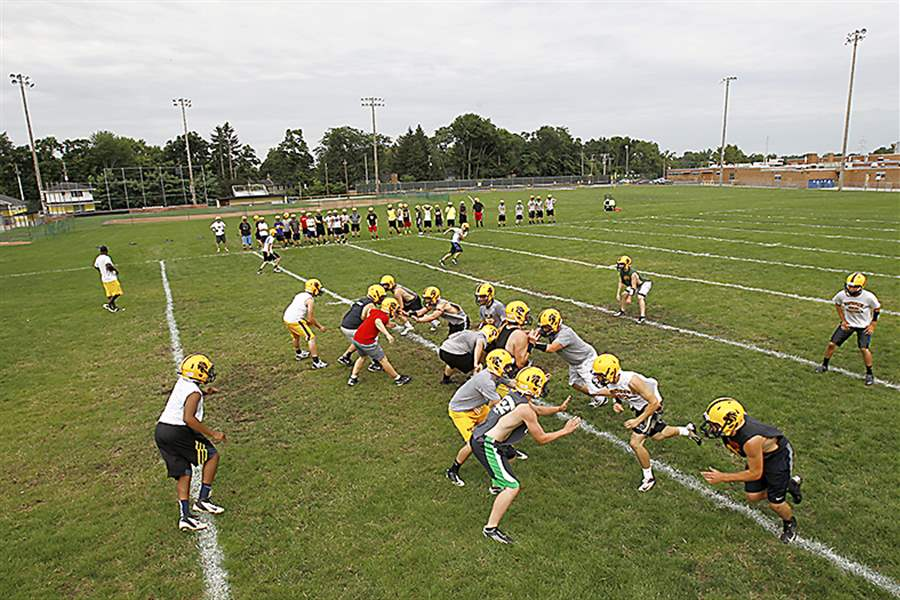 Northview-players-work-on-drills-Mo