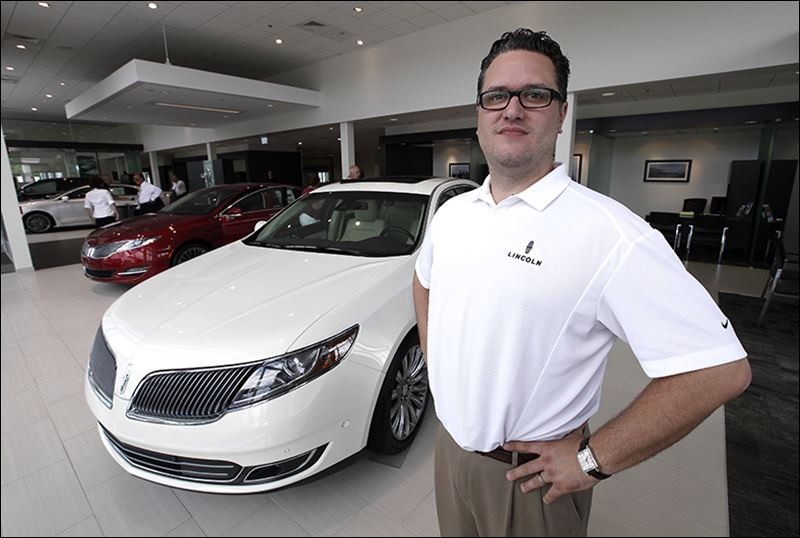 Ford Dealership Toledo >> Ford creates smell of luxury to draw affluent customers - Toledo Blade
