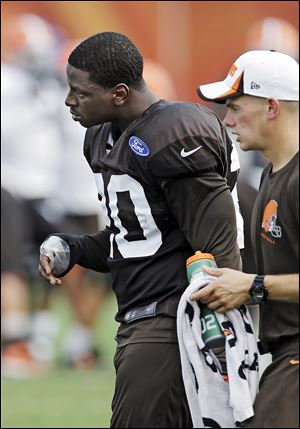 Browns running back Montario Hardesty walks off the field with a hand injury during practice Monday.