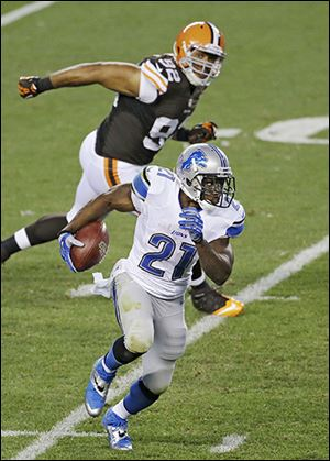 The Lions' Reggie Bush breaks away from the Browns' Desmond Bryant.