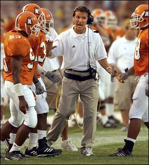 Urban Meyer directs his team during a 2001 game at Bowling Green. He was 17-6 with the Falcons and is 116-23 overall.