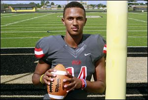 Central Catholic's DeShone Kizer has committed to play at Notre Dame.