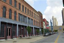 Vacant-buildings-along-St-Clair-Stree