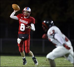 Bowsher quarterback Mac Jewell throws the ball against Rogers. Jewell threw for 783 yards and four touchdowns last season.