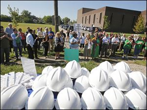 Spectators applaud as project Sponsors NeighborWorks¨ TOLEDO REGION and Mercy St. Vincent Medical Center announce the commencement of construction of the Legacy Homes project.