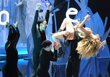 Lady-Gaga-performs-Appla