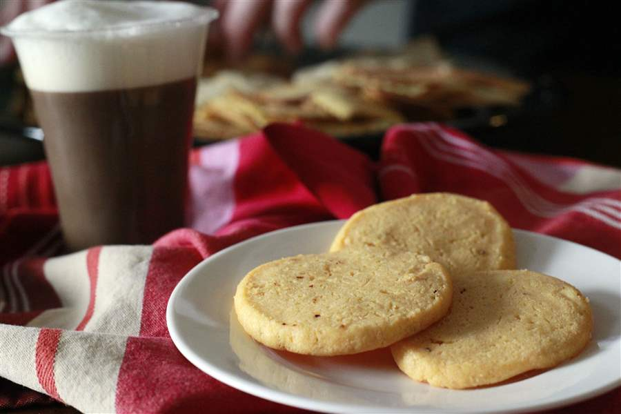 Home-made-cheese-crackers-with-cappuccino