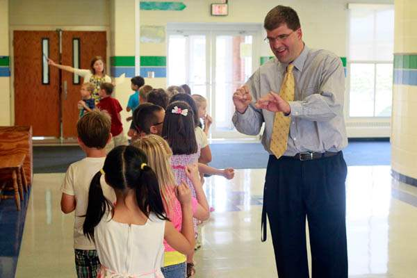Scott-Best-principal-right-gives-students