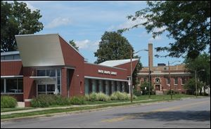 The original South Branch Library was replaced with a new building, foreground, in 2005. The old structure, which opened in 1918 can be seen in the background.