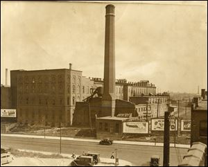 Milburn Wagon Works, shortly before it was demolished in 1935.  The Monroe Street factory produced wagons and later electric cars, starting in the 1800s.