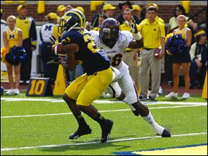 Michigan's Jeremy Gallon catches a touchdown pass in front of Central Michigan's Dennis Nalor.