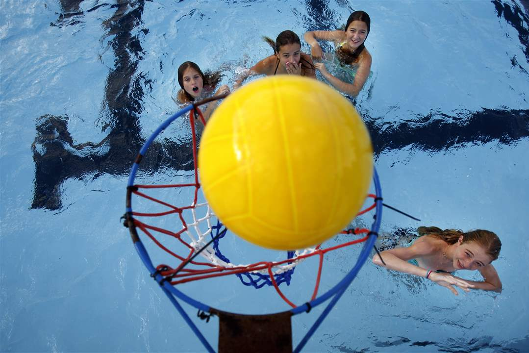 SOC-kids29p-water-basketball