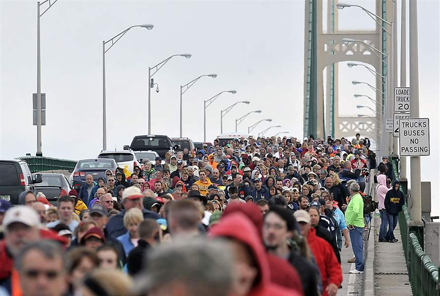 Thousands-of-walkers-cross-the-5-mile-Macki