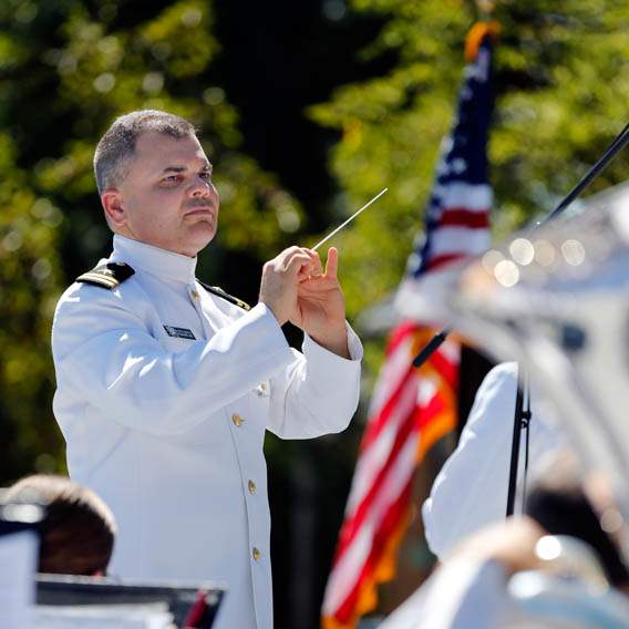 Lieutenant-Patrick-Sweeten-directs-The-Navy-Great-Lakes-Wind-Ensemble