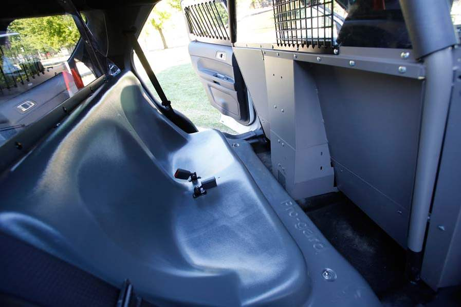 CTY-cruisers05p-interceptor-back-seat