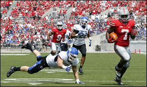 Ohio State halfback Jordan Hall (7) scores a touchdown  against  Buffalo during the second quarter.