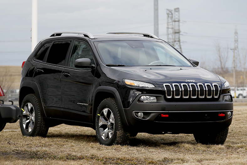 2014 cherokee ranks as most fuel efficient jeep to date the blade. Black Bedroom Furniture Sets. Home Design Ideas