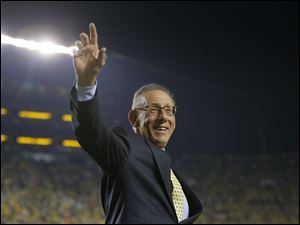 Stephen M. Ross, the owner of the Miami Dolphins and a Michigan graduate, was Michigan's honorary captain for the coin toss prior to the game.