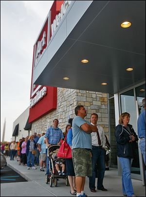 People line up in front of Art Van for the store's grand opening. The first 500 through the doors received a personal coffeemaker.