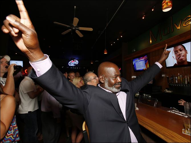 CTY Bellelect10p Mayor Mike Bell celebrates winning the primary election.